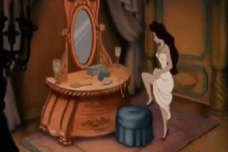Анимация Урсула злобная морская ведьма любуется своим отражением в зеркале. Фрагмент мультфильма Русалочка