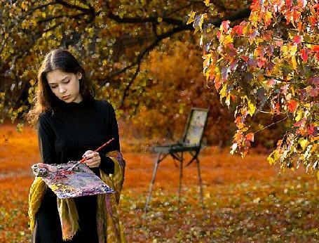 Анимация Девушка держит в руках краски и кисть, рядом стоит мольберт для рисования, вокруг красивые, осенние деревья (© Svetlana), добавлено: 17.09.2015 03:01