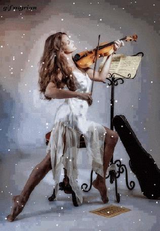 Анимация Девушка играет на скрипке в белом платье под падающим снегом, рядом с пюпитром, gif myriam (© phlint), добавлено: 20.09.2015 11:48