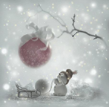 Анимация Снеговик с санками смотрит на висящий на ветке елочный шарик, Maryla (© Solist), добавлено: 20.09.2015 18:00