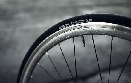 Анимация Дождь капает на колесо велосипеда (© Seona), добавлено: 20.09.2015 19:14