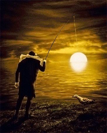 Анимация Странно одетый мужчина, ловит удочкой солнце (фото FishWoodd Солнце взойдет)