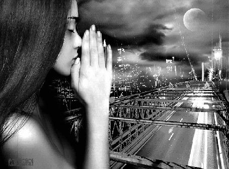 Анимация Девушка у окна сложила руки в молитве на фоне грозового неба над, кипящим ночной жизнью, городом (Mira1)