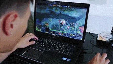 Анимация Девушка пришла на свидание к парню, но он был так занят игрой на компьютере, что быстро выставил ее за дверь (© Anatol), добавлено: 07.10.2015 14:44