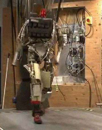 Анимация А я милого узнаю по походке или робот вышагивает по беговой дорожке
