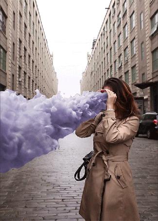 Анимация Девушка выпускает изо рта фиолетовый дым (© phlint), добавлено: 16.10.2015 11:43