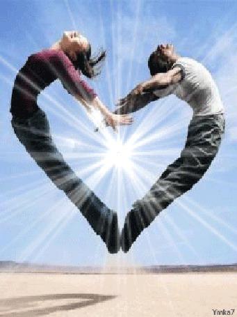 Анимация Двое влюбленных соединились в форме сердца на фоне ярко светящего Солнца, Ymka7