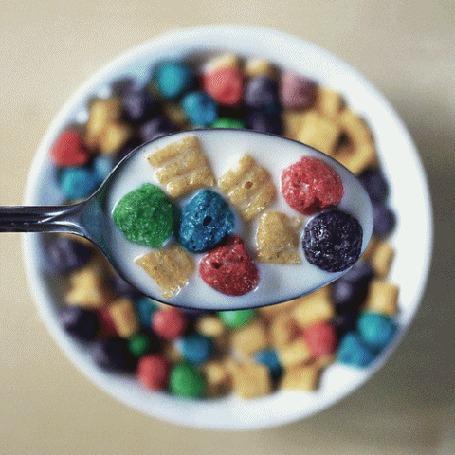Анимация Сухой завтрак в ложке и тарелке с молоком (© NoFan), добавлено: 21.10.2015 21:02