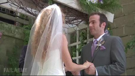 Анимация Невеста вдруг дает непонимающему жениху пощечину, он в недоумении, но оказывается у него на щеке сидел комар (© Anatol), добавлено: 23.10.2015 17:21