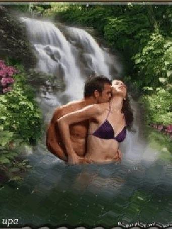 Анимация Мужчина целует девушку на фоне водопада, кустарников и цветов, upa