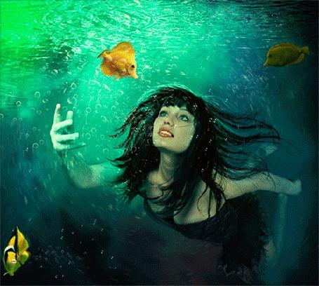 Анимация Девушка плывет под водой в окружении рыбок (© Миропия_Мира), добавлено: 05.11.2015 06:55