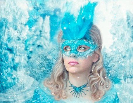 Анимация Девушка в образе снежной королевы стоит под снежинками