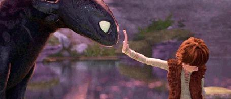 Анимация Дракон Беззубик ласково тычется носом в ладонь Иккинга, мультфильм Как приручить дракона / How to Train Your Dragon