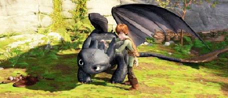 Анимация Иккинг чешет дракону Беззубику спину, тот млеет от удовольствия, мультфильм Как приручить дракона / How to Train Your Dragon
