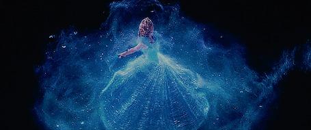 Анимация Девушка в длинном голубом платье в окружении светящихся мотыльков и блеска (© zmeiy), добавлено: 08.11.2015 11:34