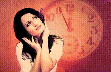 Анимация Девушка, слушая музыку, не замечает времени