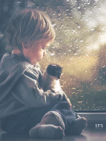 Анимация Малыш с котенком на руках сидит на окне, за которым идет дождь