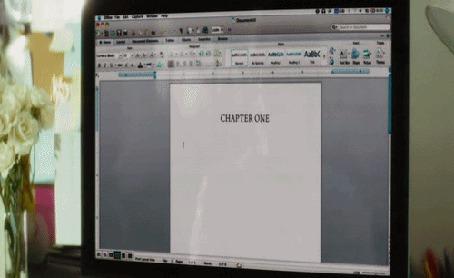 Анимация Актриса Кортни Кокс / Courteney Cox/, фрагмент из фильма Крик 4, то самое ощущение, когда вдохновение нас покидает, надпись в текстовом редакторе / i have no fucking idea what to write /(я понятия не имею, твою мать, о чем писать)