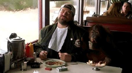 Анимация Мужчина с обезьяной кушают в вагоне ресторане под музыку, сцена из фильма Джей и Молчаливый Боб (© phlint), добавлено: 07.12.2015 10:59