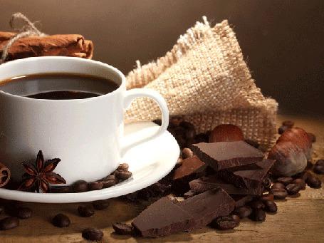 Анимация Чашка с кофе и лежащим рядом шоколадом осыпается звездами