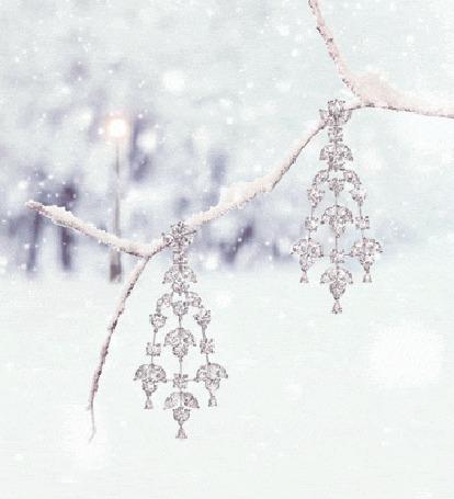 Анимация Две подвески на ветке под падающим снегом (© zmeiy), добавлено: 22.12.2015 10:14