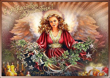Анимация На фоне неба девушка - ангел держит в руках гирлянду из еловых веток, рядом горят свечи и лежат елочные игрушки (С Рождеством Христовым!), Dolya
