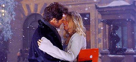 Анимация Парень обнимает девушку, на них падает снег