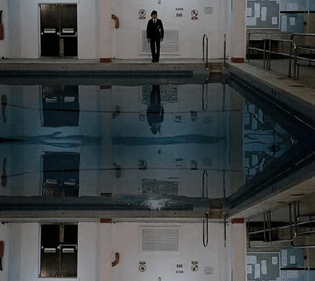 Анимация Мужчина прыгает в бассейн и отражение этого прыжка (© zmeiy), добавлено: 13.01.2016 22:53