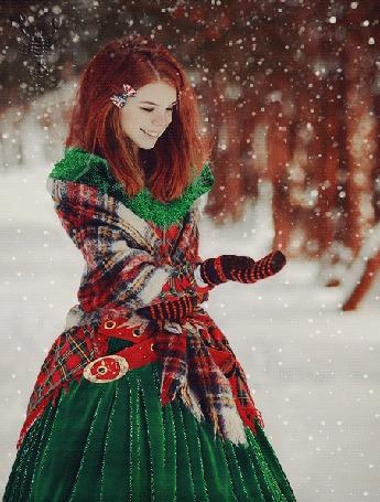 Анимация Рыжеволосая девушка в зеленом платье ловит снежинку (© zmeiy), добавлено: 18.01.2016 13:40