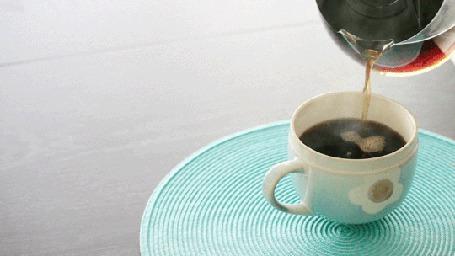 Анимация В чашку наливается горячий кофе