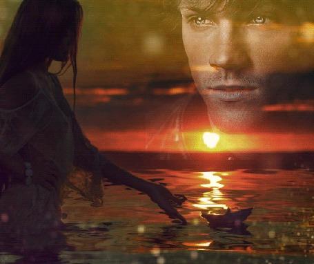 Анимация Девушка стоит в воде, пуская игрушечный кораблик, на небе виден портрет парня, автор DiZa