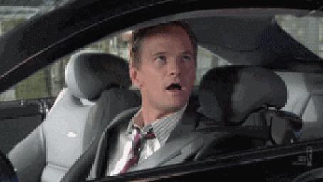 Анимация Актер Barney Stinson / Барни Стинсон в машине показывает жест- класс