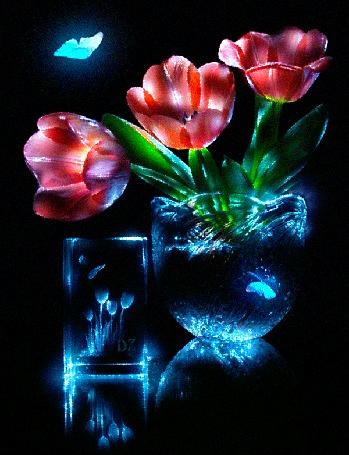 Анимация Красные тюльпаны с зелеными листьями стоят в чаше с водой, рядом красиво оформленный стакан и парящие бабочки, все предметы и бабочки подсвечены голубым цветом, автор DiZa