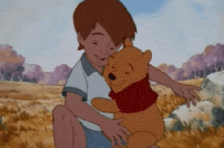 Анимация Кристофер Робин обнимает медвежонка Винни, кадр из мультфильма Приключения медвежонка