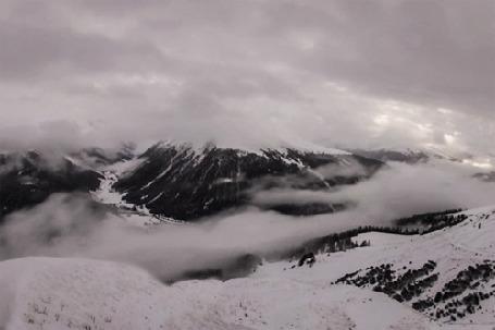 Анимация Облака над заснеженными горами