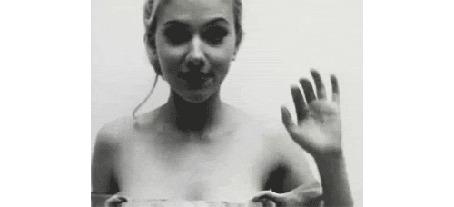 Анимация Американская актриса и певица Скарлетт Йоханссон / Scarlett Johansson машет рукой