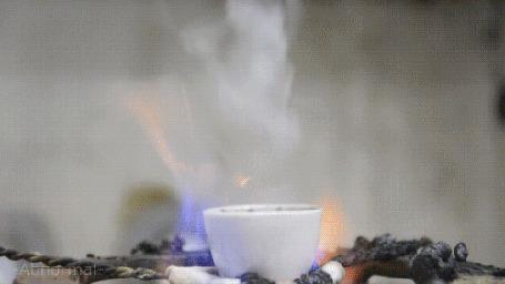 Анимация В результате химической реакции с горением появляется злой черный монстр (Abnormal)