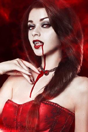 Анимация Девушка - вампир с кровью у рта (Eclipse moon)