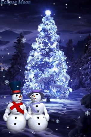 Анимация Снеговики целуются около заснеженной елки (Eclipse moon)