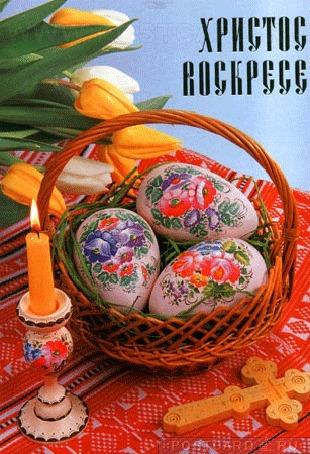 Анимация Корзина с пасхальными яйцами, горящая свеча в расписном подсвечнике, букет тюльпанов и деревянное распятие (Христос Воскресе)