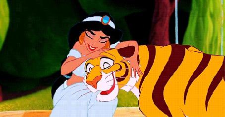 Анимация Жасмин и Раджа обнимаются, из мультфильма Аладдин / Aladdin (© PolinaPolina), добавлено: 14.04.2016 06:24