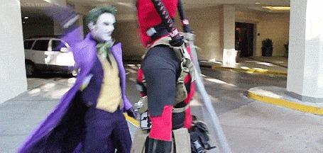 Анимация Дедпул / Deadpoolи Джокер / Joker дают друг другу пять на парковке