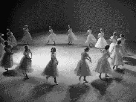 Анимация Балерины кружат в танцах