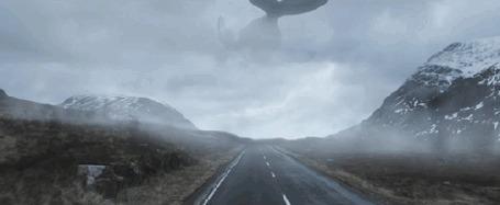 Анимация Кит пролетает над дорогой