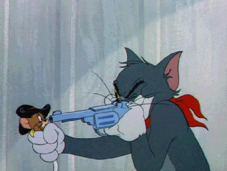 Анимация Том приставляет револьвер к голове Джерри, но тот выходит из опасной ситуации, мультфильм Том и Джерри