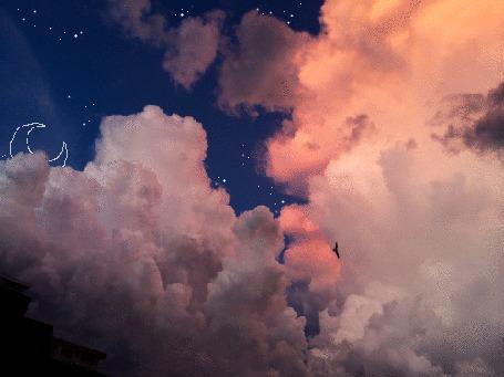 Анимация Нарисованный месяц среди звездного облачного неба