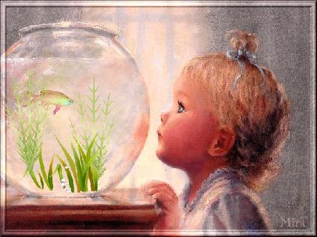 Анимация Девочка смотрит на рыбку в аквариуме