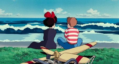 Анимация Кики сидит рядом с мальчиком у моря, Ведьмина служба доставки
