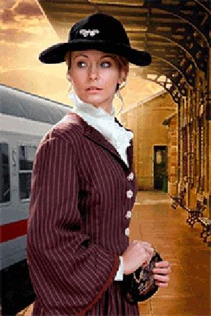 Анимация Девушка в шляпе с кошельком в руках стоит на перроне вокзала, мимо проезжают вагоны поезда