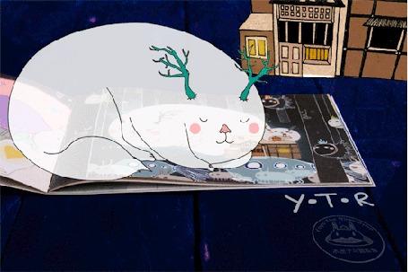 Анимация Прозрачный рогатый котяшка, посапывая, спит на большой книжке, by Yoyo the Ricecorpse